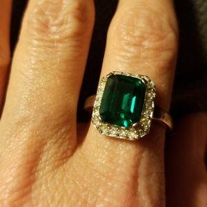 Green stone ring.